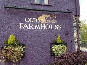 Me Old Farmhouse Pub / Restaurant Sign